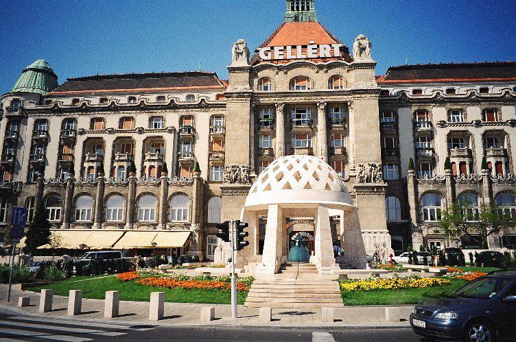 Gellért-Hotel-01-Art-Nouveau-in-Budapest-Hungary