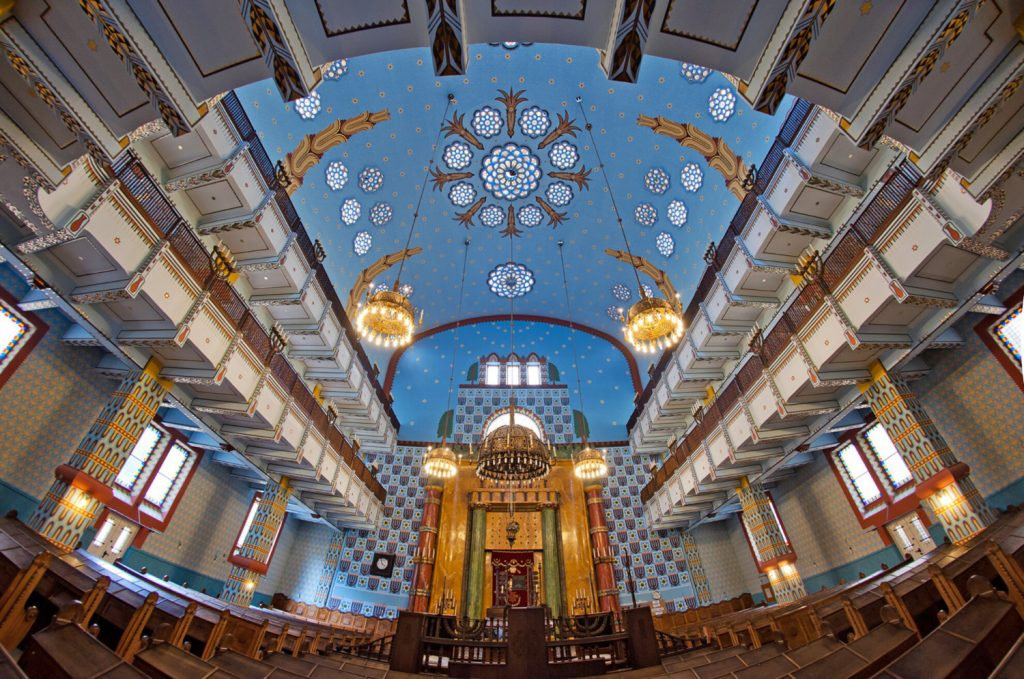 Kazinczy-Street-Synagogue-01-Art-Nouveau-in-Budapest-Hungary