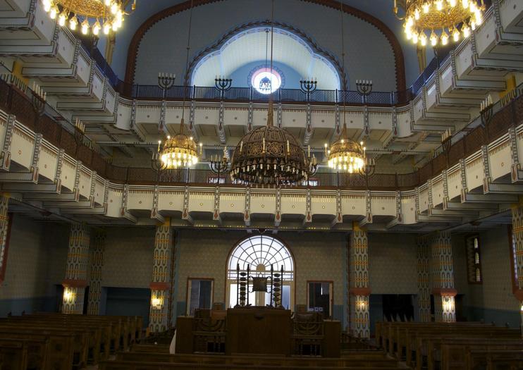Kazinczy-Street-Synagogue-02-Art-Nouveau-in-Budapest-Hungary