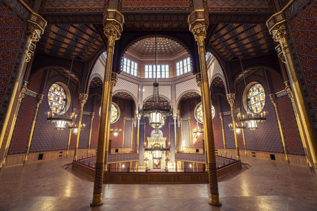 Rumbach-Street-Synagogue-06-Art-Nouveau-in-Budapest-Hungary