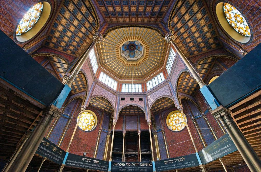 Rumbach-Street-Synagogue-07-Art-Nouveau-in-Budapest-Hungary