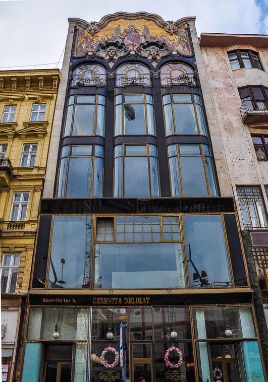 Turkish-Bank-House-01-Art-Nouveau-in-Budapest-Hungary-1