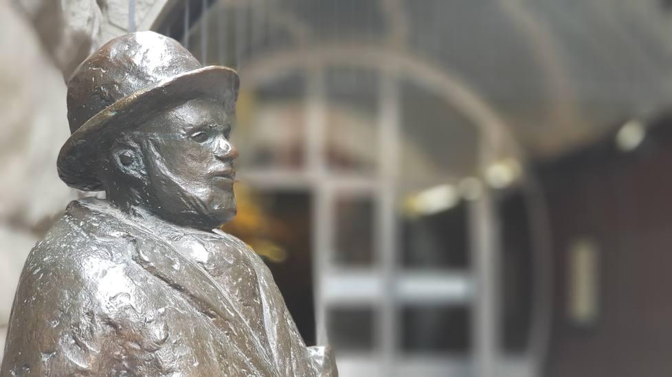 Profile-of-statue-Ernst-Herman-Thornberg-Stockholm-Sweden
