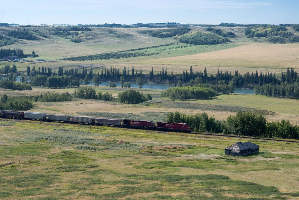 train-Glenbow-ranch-park-trans-canadian-trail