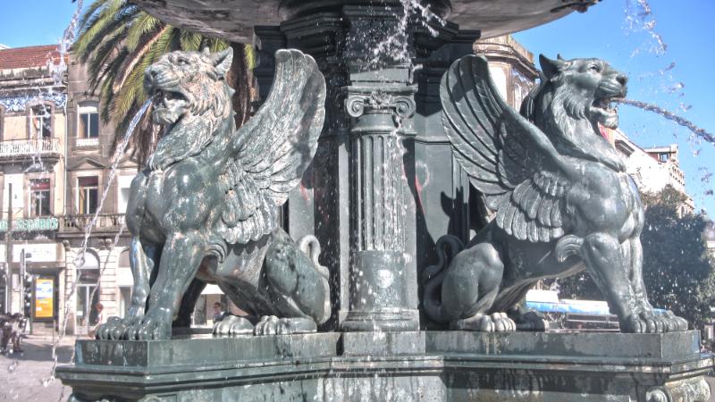 Porto Fountain Gryffindor Model - Harry Potter Inspiration